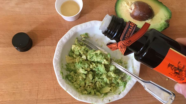 Natürliche Haarkur mit Olivenöl, Avocado und Honig